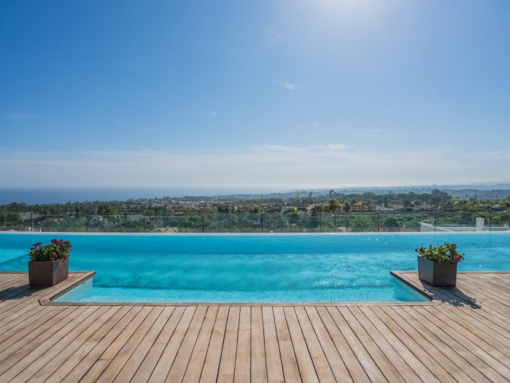 (English) Penthouse for sale in Marbella with 5 bedrooms and 5 bathrooms.