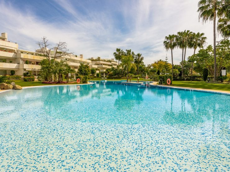 Apartment for sale in Marbella with 2 bedrooms and 2 bathrooms.