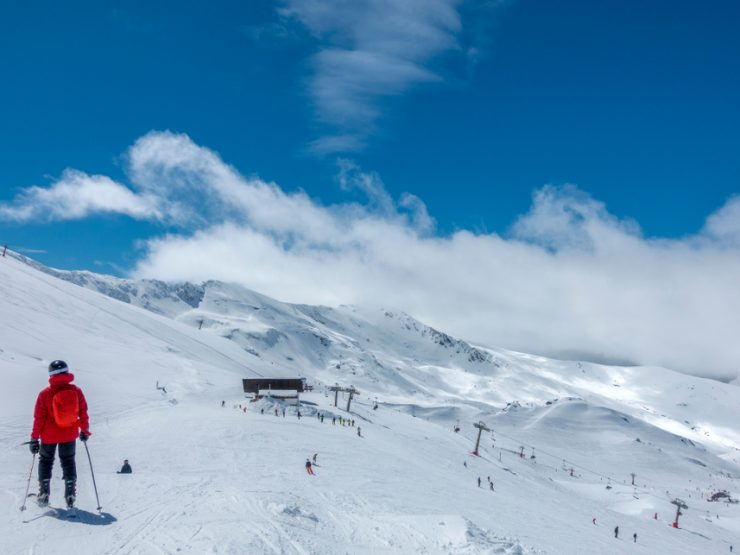 (English) Ski the winter blues away in the mountains above Marbella