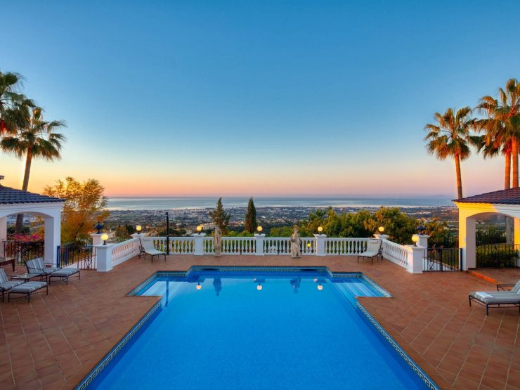 Villa for sale in Benahavis with 9 bedrooms and 8 bathrooms.