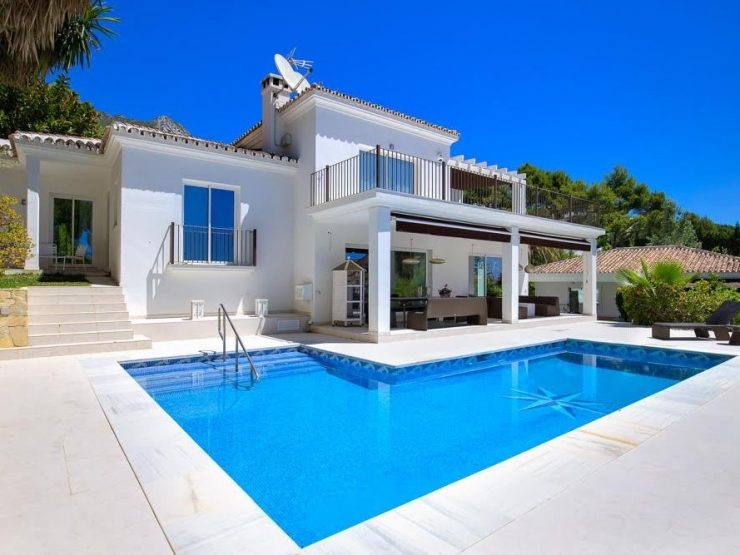 Villa for sale in Marbella with 4 bedrooms and 4 bathrooms.
