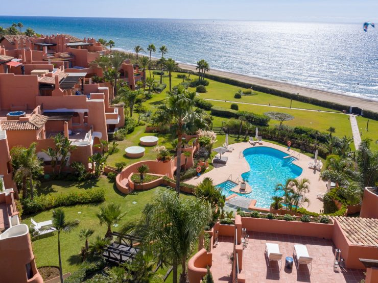 Penthouse for sale in Marbella with 3 bedrooms and 3 bathrooms.